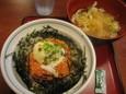 月見サケトロ丼(590円)、冷しミニうどん(150円)