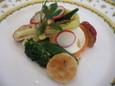 マシュマロのようなムースのスモークサーモン巻き 野菜のバルサミコ風味