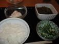 小ライス、ポテトサラダ(各157円)、オクラ(105円)、イカ大根煮(189円)