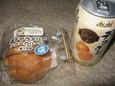 塩キャラメルのシュークリームと缶チューハイ