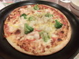 シーフードミックスピザ(599円)