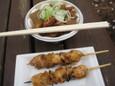 焼き鳥(100円)もつ煮(500円)