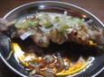 鶏皮ポンズ串(100円)