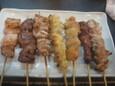 豚トロ、鶏ハツ、シロ、ひざナンコツ、ぼんじり、かしら、せせり(90円)
